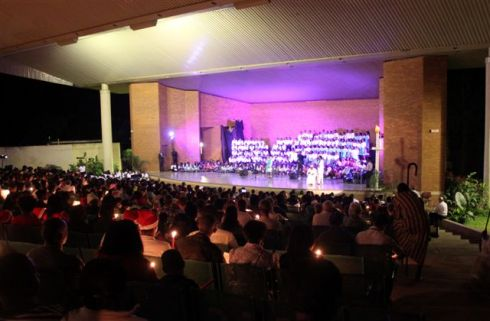 Christmas Celebration as 1700 turn out to hear 330 Academy Students ..